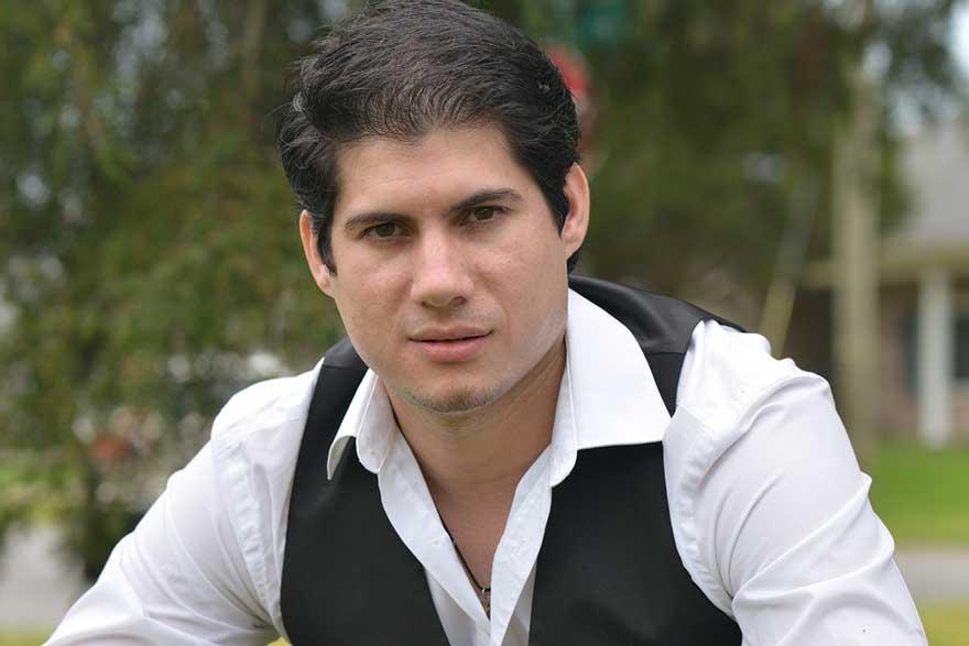 Adrian Henríquez, a la captura de Shadowboy