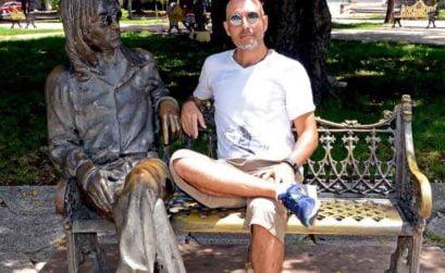 Jordi Diez junto a John Lennon