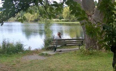 Mercedes Pinto en el lago Crescent
