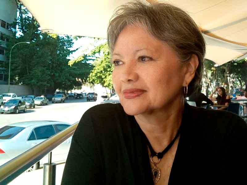 Blanca Miosi, escritora, novela Hijo del pasado, reseña, comentario literio