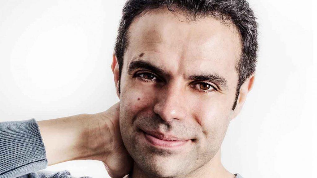 El escritor David B. Gil, autor de la novela Ocho millones de dioses