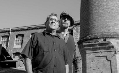 Foto destacada de Manuel López Poyo y Blas Picón, autores del libro musical Aires de Tormenta