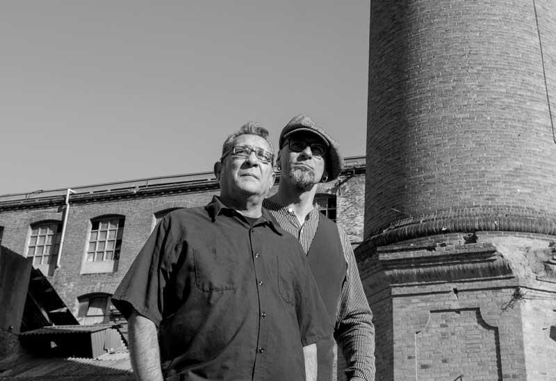 El escritor Manuel López Poy, el músico Blas Picón, autores del libro Aires de tormenta