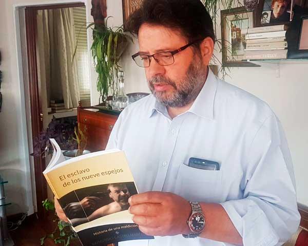Imagen de Raimundo Castro, autor de la novela El esclavo de los nueve espejos, historia de una maldición